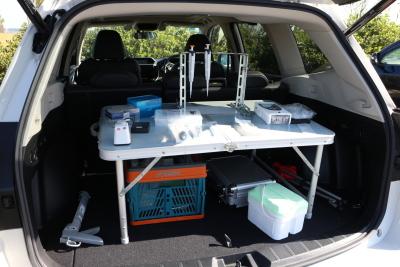 環境DNAの検出のために車内にセットした機器類の写真